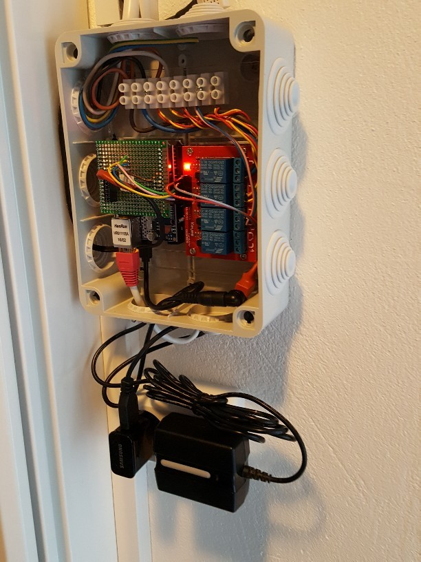 Arduino sketch case : House wall lights control and temperature humidity